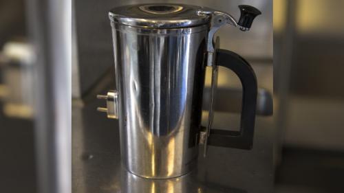 Des pilotes de l'US Air Force boivent leur café en vol dans des tasses à 1200 dollars