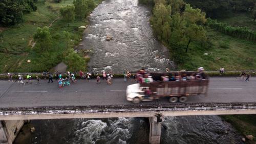VIDEO. A la frontière entre les Etats-Unis et le Mexique, des milices prêtes à en découdre avec les migrants