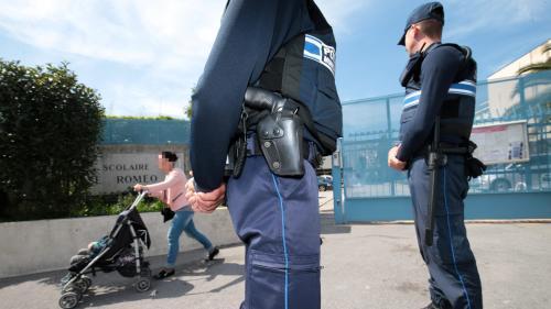 Des policiers dans les écoles? Trois questions sur la piste envisagée par le gouvernement pour lutter contre les violences scolaires