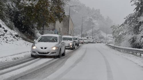 DIRECT. Météo : au moins 195 000 foyers privés d'électricité en France après les fortes intempéries