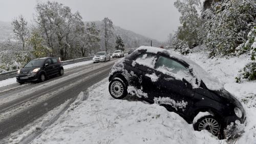 """Neige en Haute-Loire : """"Ce n'est pas normal qu'on ait laissé rouler ces poids lourds alors que les routes n'étaient pas praticables"""""""