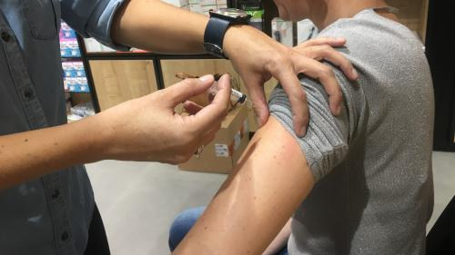 """Baisse de la vaccination : ne pas se faire vacciner, c'est faire """"courir un risque aux autres"""""""