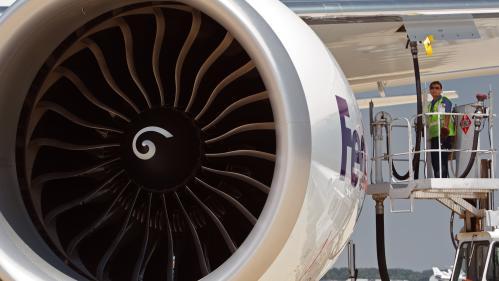 Prix des carburants : pourquoi le gouvernement ne taxe-t-il pas le kérosène des avions ?