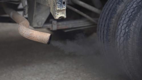 """VIDEO. """"Cette motorisation est moins polluante"""" : quand le diesel était mis en avant dans les journaux télévisés"""