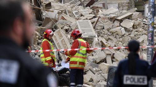 """Marseille : les marins-pompiers face à """"une opération délicate, car les immeubles contigus menacent de s'effondrer"""""""