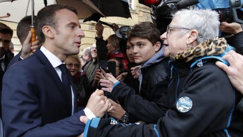 """VIDEO. Emmanuel Macron face à la colère des Français pendant son """"itinérance mémorielle"""""""