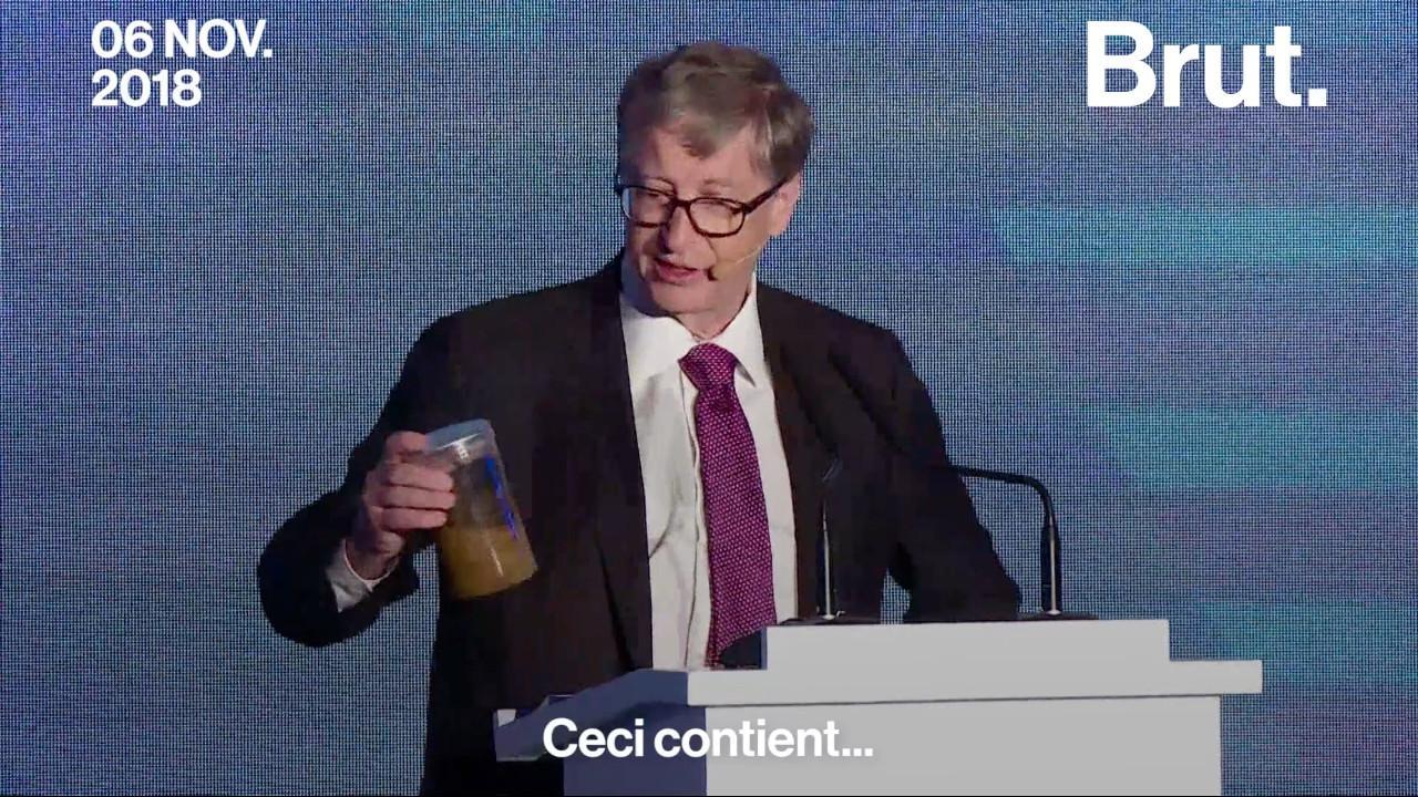 """VIDEO. Bill Gates se présente avec un pot rempli d'excréments pour appeler à la """"révolution des toilettes"""""""