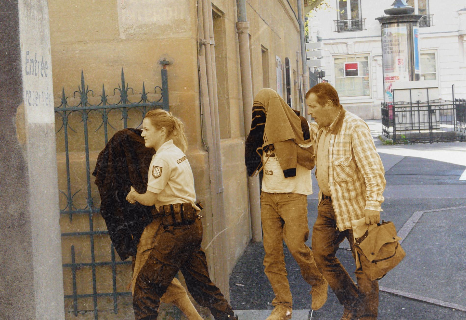 Les parents de Séréna à leur arrivée au palais de justice de Brive (Corrèze), le 27 octobre 2013.