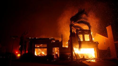 """EN IMAGES. Californie : l'incendie """"Camp Fire"""" ravage la ville de Paradise et fait au moins cinq morts"""