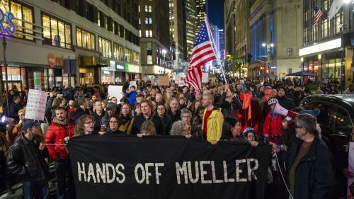 Etats-Unis : des centaines de personnes manifestent après le limogeage par Donald Trump du ministre de la Justice
