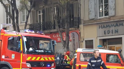 Marche blanche à Marseille : un morceau de balcon s'effondre pendant le défilé et fait trois blessés