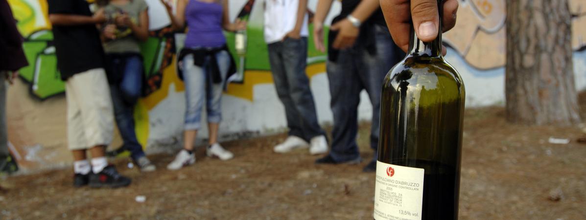 """""""Un litre de vodka et deux bouteilles de vin par jour"""" : comme de nombreux jeunes, Paul a déjà un lourd passé d'alcoolique"""