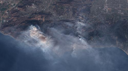 AVANT/APRES. Californie : des dizaines de milliers d'hectares partis en fumée en quelques jours