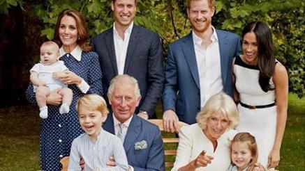 Royaume-Uni : deux nouvelles photos de la famille royale dévoilées pour les 70 ans du prince Charles