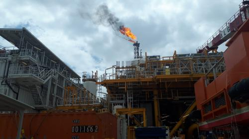 """Loin des """"gilets jaunes"""", au large de l'Angola, le pétrole se fore en eaux toujours plus profondes"""