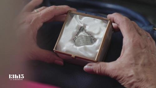 VIDEO. 14-18 : le petit bracelet de l'infirmière bénévole venue des Etats-Unis remis un siècle plus tard à ses descendants
