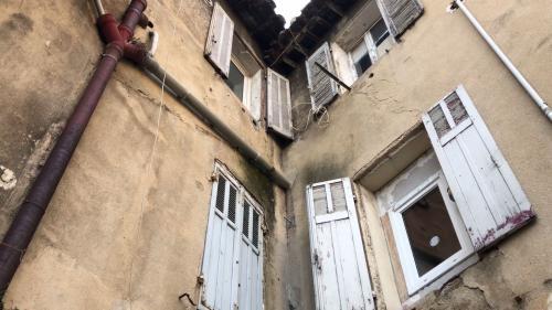 """""""On est en danger !"""" : à Marseille, l'inquiétude des habitants de logements délabrés après le drame de la rue d'Aubagne"""