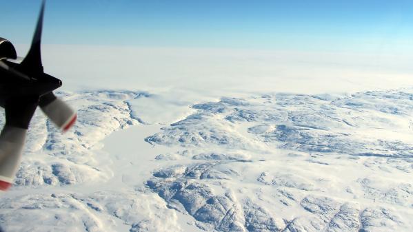 Un cratère plus grand que Paris découvert sous la glace du Groenland