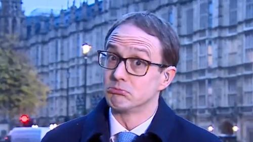 """VIDEO. """"Je n'en ai pas la moindre idée"""" : un journaliste britannique avoue en direct être complètement perdu devant le Brexit"""
