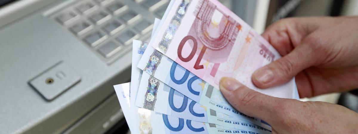 Onze personnes interpellées après les vols d'une centaine de distributeurs de billets en France