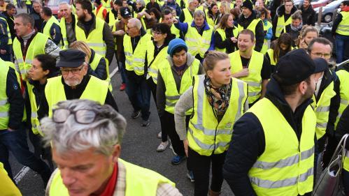 """Blocages du 17 novembre : ce que l'on sait de la mort d'une manifestante des """"gilets jaunes"""", renversée par une automobiliste à un barrage"""