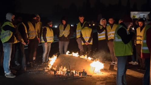 """DIRECT. Les """"gilets jaunes"""" poursuivent les blocages un peu partout en France"""