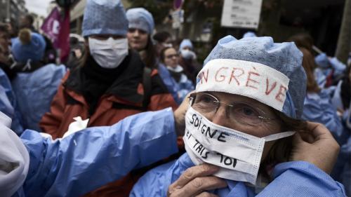 """Réforme de la santé : les infirmiers se considèrent comme les """"oubliés"""" et appellent à une """"marée blanche""""   https://www.francetvinfo.fr/sante/hopital/reforme-de-la-sante-les-infirmiers-se-considerent-comme-les-oublies-et-appellent-a-une-maree-blanche_304"""