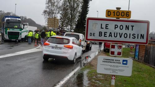 """Mort d'une manifestante """"gilet jaune"""" en Savoie : la conductrice a volontairement redémarré"""