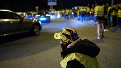 """DIRECT. Blocages des """"gilets jaunes"""" : le préfet de la Réunion prend un arrêté d'interdiction de circuler dans 12 communes de l'île"""