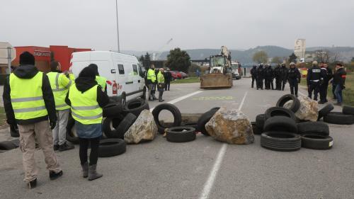 """Un motard succombe à ses blessures après un accident en marge d'un barrage de """"gilets jaunes"""" dans la Drôme"""