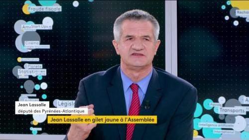 """VIDEO. """"Nous arrivons à un moment qui est dangereux pour notre pays"""" : Jean Lassalle explique pourquoi il a porté un gilet jaune à l'Assemblée"""