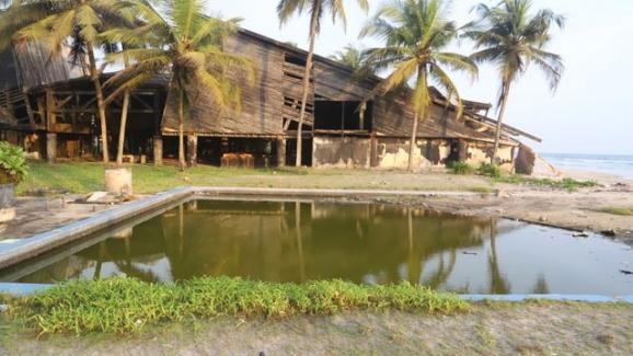 """La piscine du club de vacances où a été tourné le film \""""Les Bronzés\""""."""