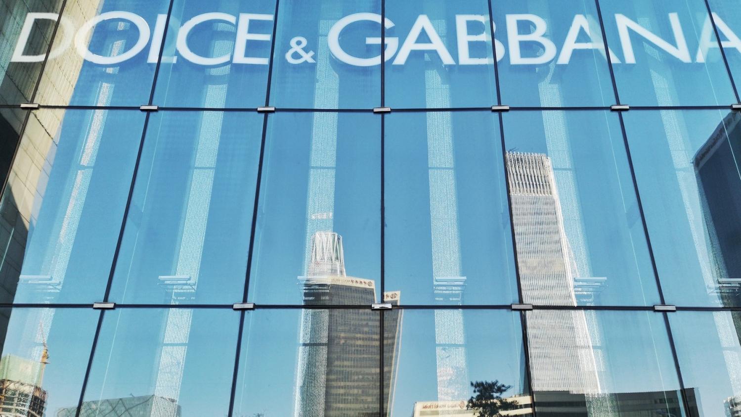 56290cf5e6ab0 La marque Dolce  amp  Gabbana boycottée par les sites d e-commerce chinois  après une pub qui choque