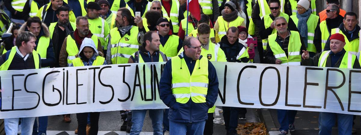 """Une manifestation des """"gilets jaunes"""" à Rochefort (Charente-Maritime), le 24 novembre 2018."""