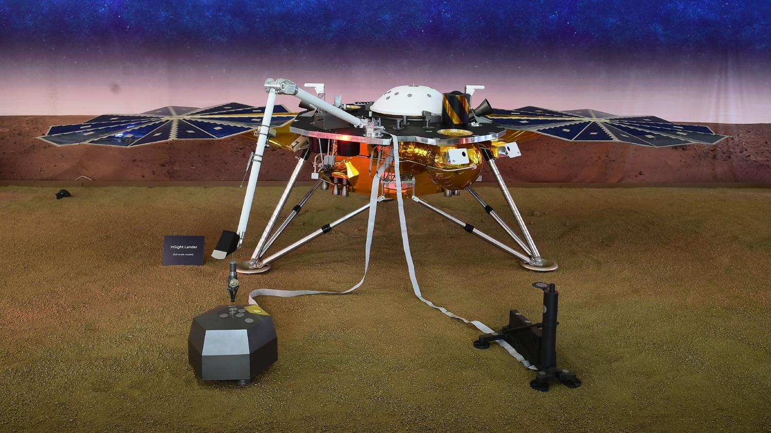La sonde de la Nasa InSight réussit son atterrissage sur ...