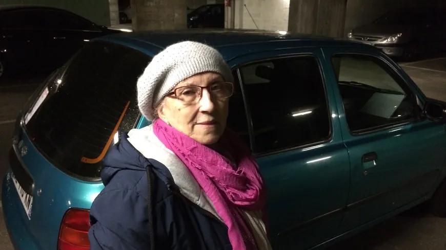 une femme de 71 ans oblig e de dormir dans sa voiture une p tition en ligne recueille 100 000. Black Bedroom Furniture Sets. Home Design Ideas