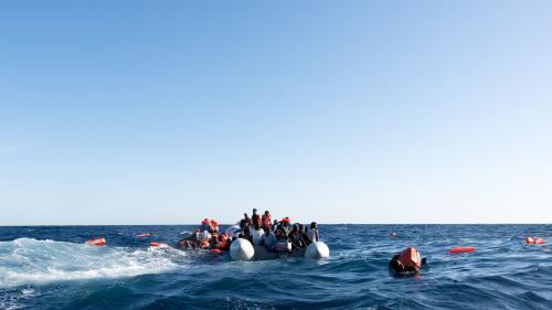 """Bateau """"coincé"""" en mer avec des migrants : """"C'est un refus symbolique"""" de l'Italie qui veut """"empêcher le secours en mer"""" juge France Terre d'Asile"""