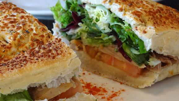 Un sandwich.