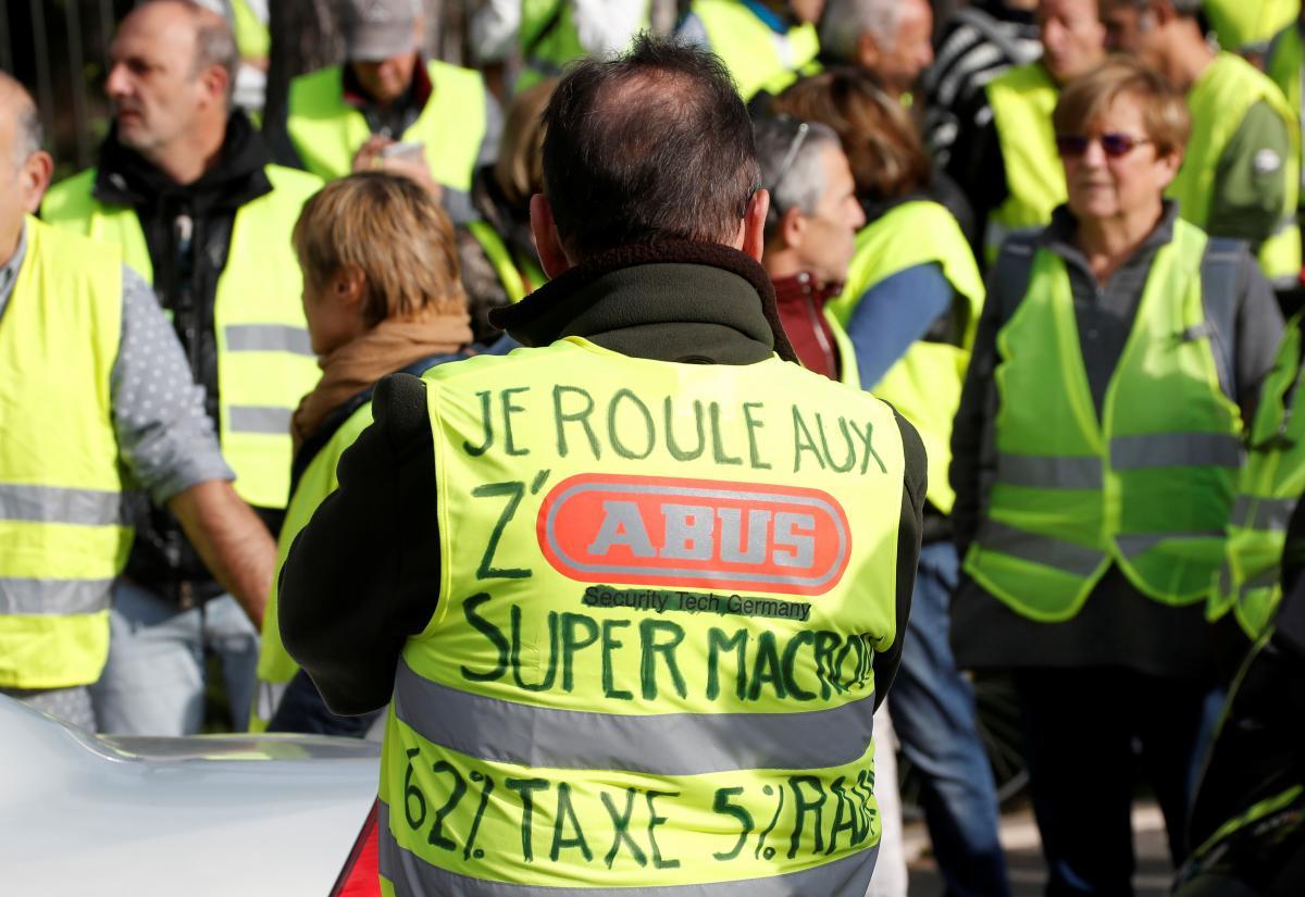 En Images Macron Rends Nous Notre Pognon La Colere Des Gilets