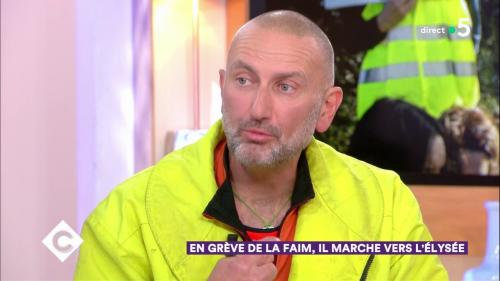 """VIDEO. """"J'essaye d'agir avant que la violence arrive"""" : en grève de la faim, ce """"gilet jaune"""" veut rencontrer Macron"""