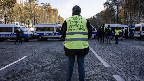 """DIRECT. Entre 500 et 600 """"gilets jaunes"""" sont réunis aux abords des Champs-Elysées, de premiers accrochages éclatent avec les forces de l'ordre"""