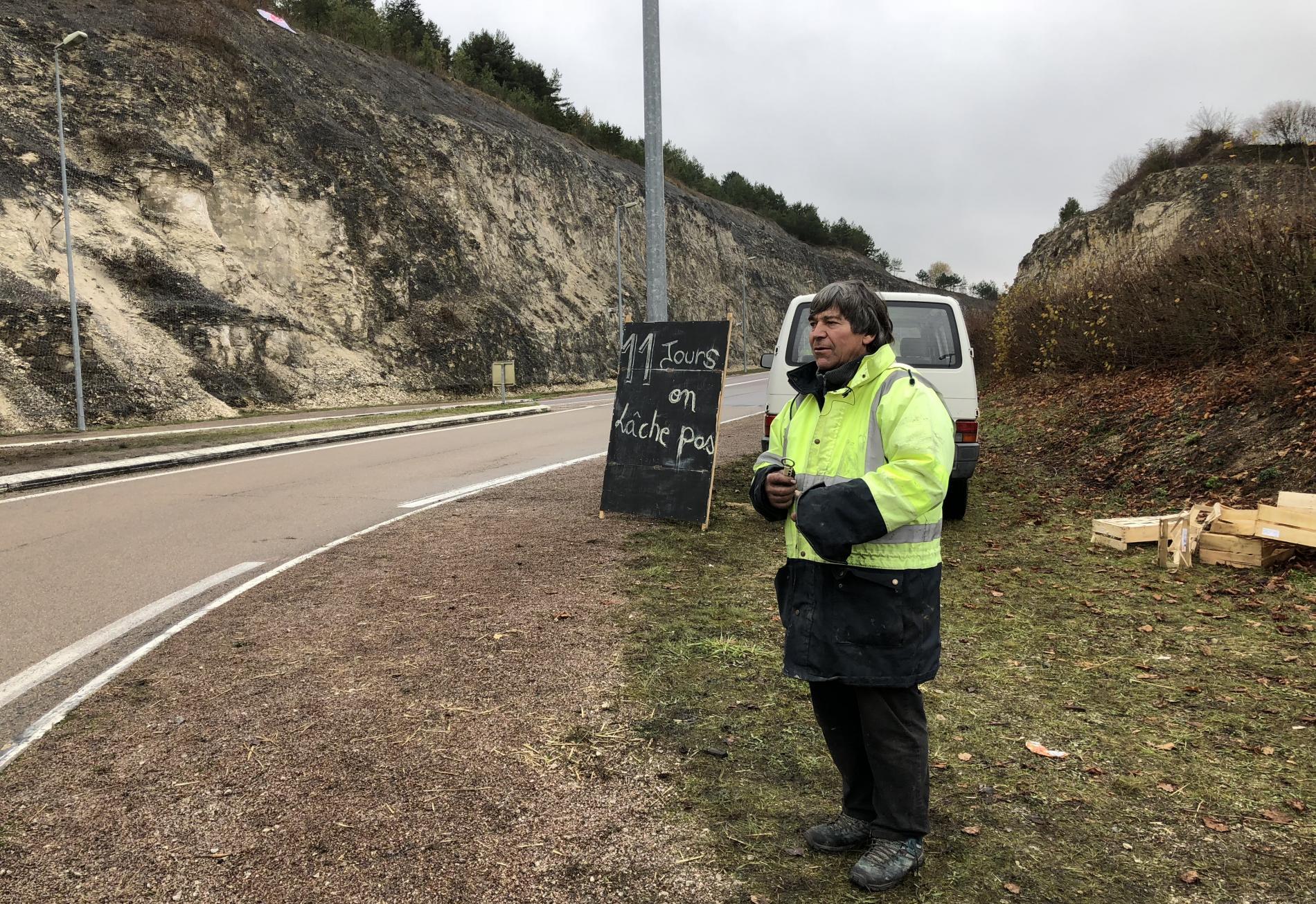 """Yves, retraité et \""""gilet jaune\"""" à Tonnerre (Yonne), le 28 novembre 2018."""