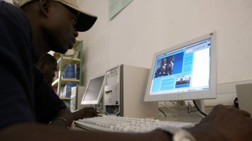 """""""Cela deviendra un rêve qui a été brisé"""" : au Sénégal, la hausse des frais de scolarité pour les étudiants étrangers en France est une tragédie"""