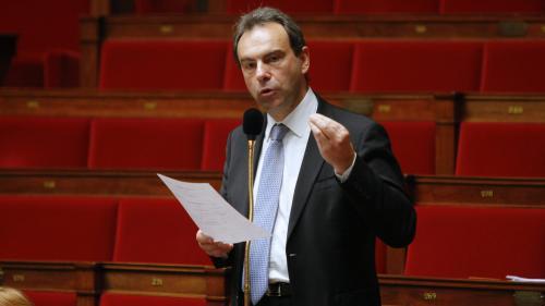 """Le maire d'Evreux entendu par la police après avoir invité des """"gilets jaunes"""" à bloquer la préfecture"""