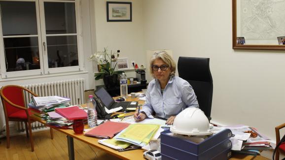 Dominique Aguilar, la maire UDI de Tonnerre (Yonne), dans son bureau, le 29novembre2018.
