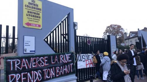 """Des lycéens rejoignent le mouvement des """"gilets jaunes"""" à l'appel du syndicat UNL et bloquent leurs établissements"""