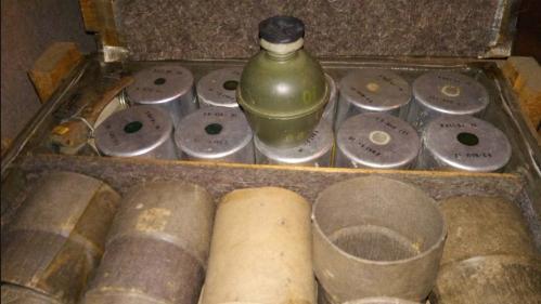 Hautes-Pyrénées : une femme découvre 200 grenades offensives dans son garage, son mari les collectionnait   https://www.francetvinfo.fr/france/occitanie/hautes-pyrenees/hautes-pyrenees-une-femme-decouvre-200-grenades-offensives-dans-son-garage-son-mari-le