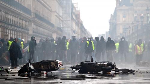 """VIDEO. Comment la manifestation des """"gilets jaunes"""" s'est transformée en guérilla urbaine à Paris"""