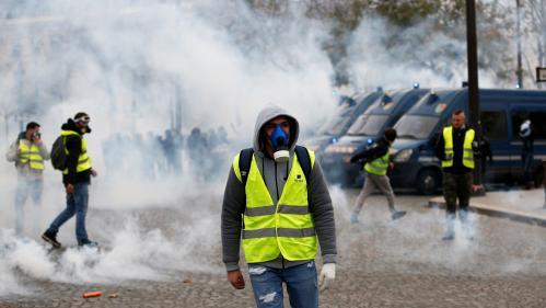 """DIRECT. """"Gilets jaunes"""" : 39 personnes interpellées en marge du rassemblement à Paris, la situation reste tendue autour de l'Arc de triomphe"""