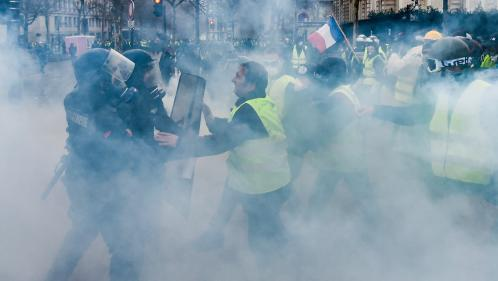 """DIRECT. """"Gilets jaunes"""" : près de 5 500 manifestants rassemblés à Paris, selon Edouard Philippe, et 115 interpellations"""